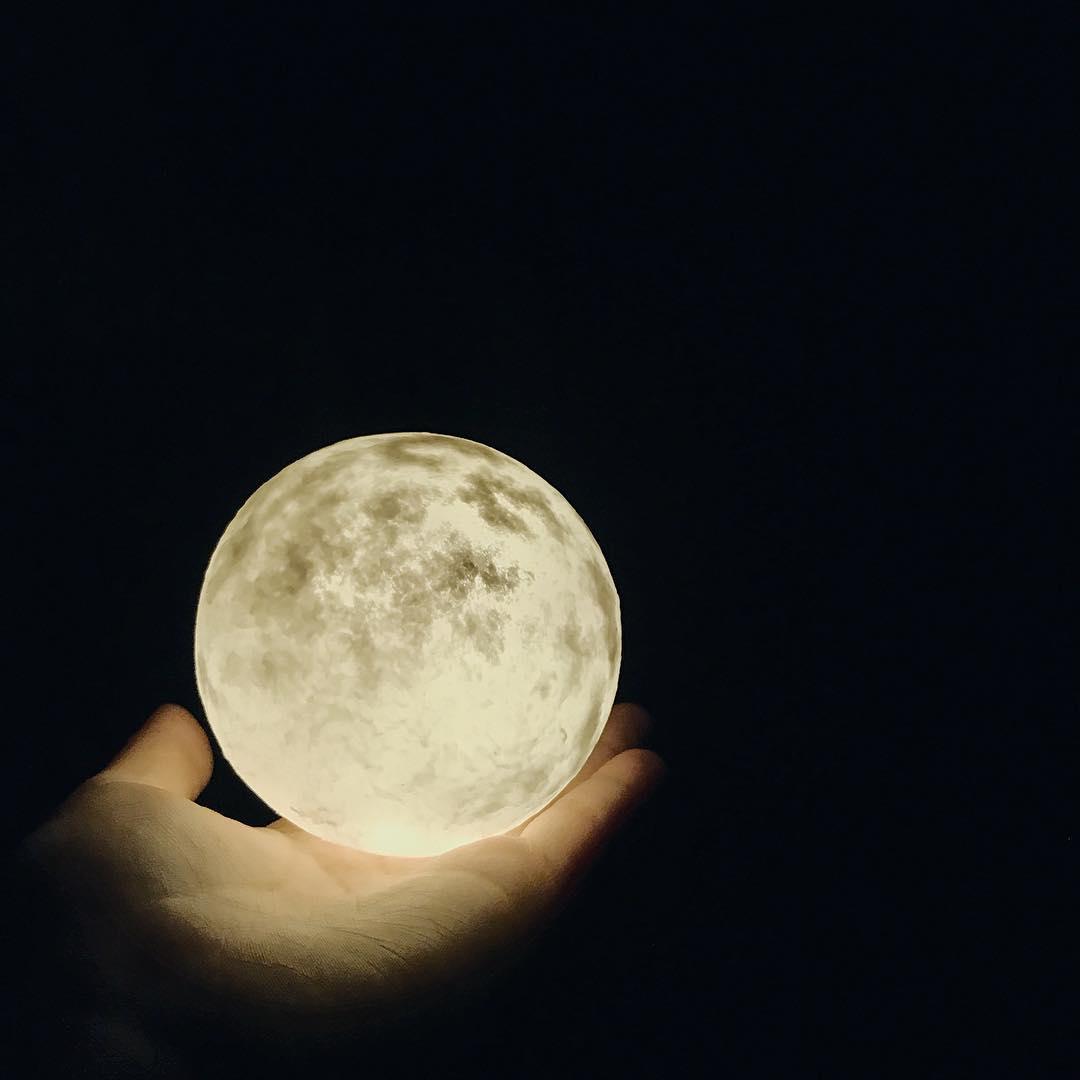 #lunalamp #月球燈luna #月亮燈#acornartstudio  photo by @ellie.ec