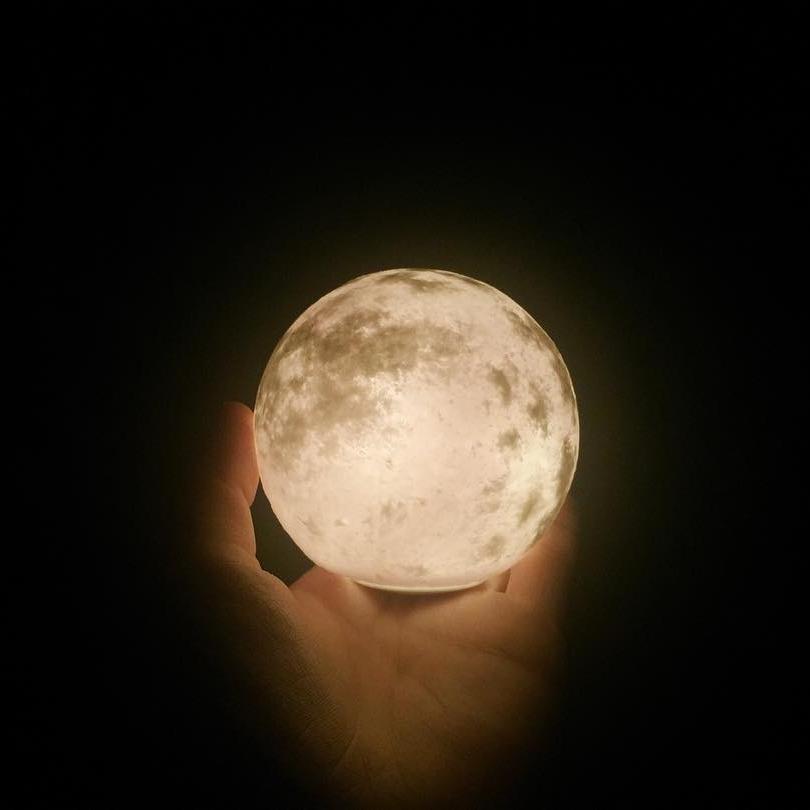 #lunalamp #月球燈luna #月亮燈#acornartstudio  photo by @chunto_