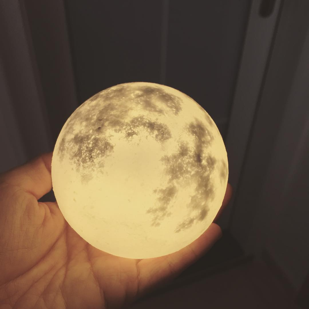 #lunalamp#月球燈luna #月亮燈#acornartstudio  photo by @mandycat