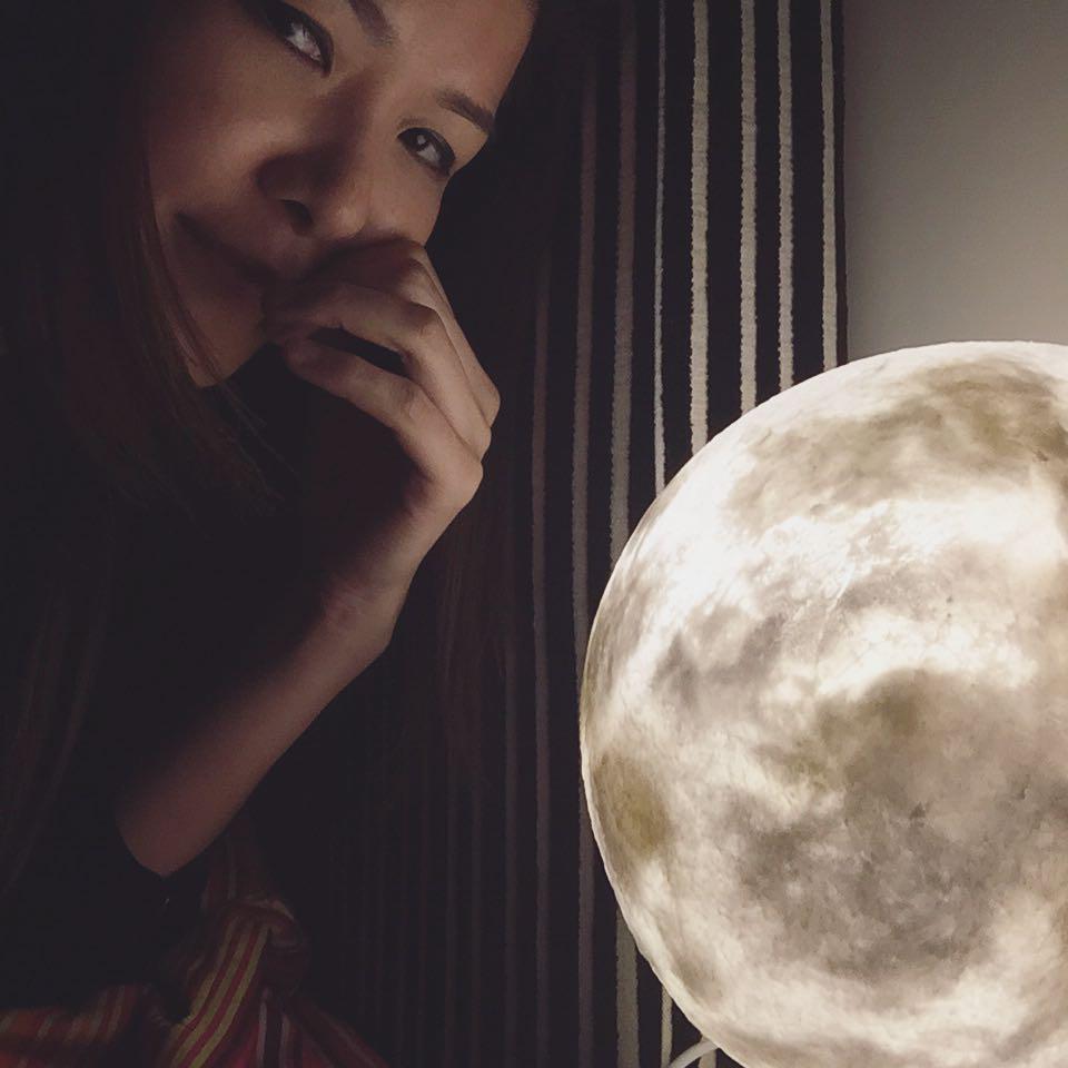 #lunalamp#月球燈luna #月亮燈#acornartstudio  photo by @eunicek