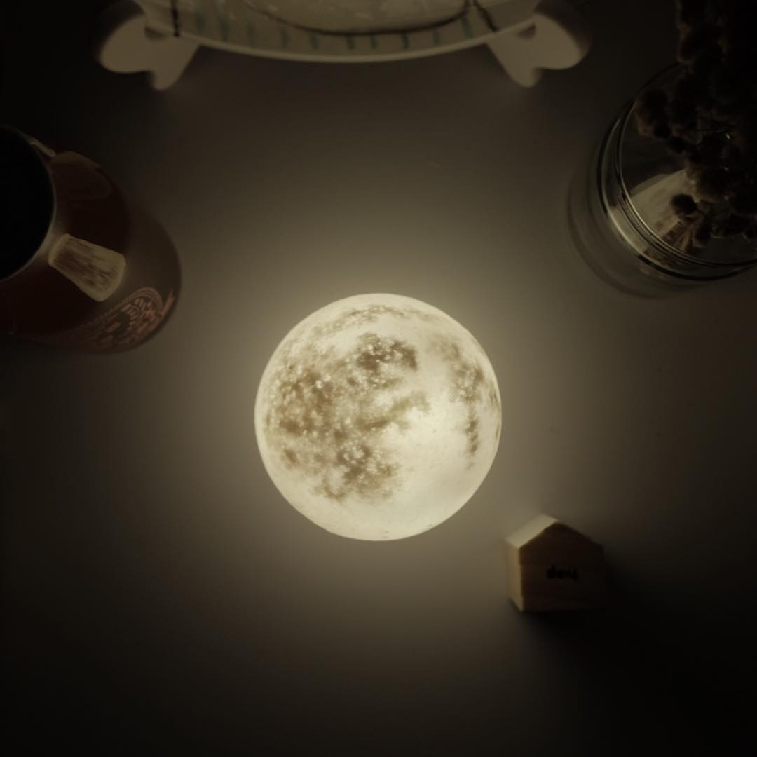 #lunalamp#月球燈luna #月亮燈#acornartstudio  photo by @zoey.tsy