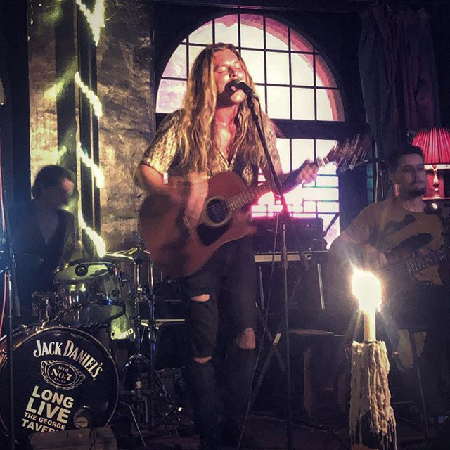 Thank you to all who came to watch my stripped back set last night! 😬 It was an honour opening for @tomtheroad at @thegeorgetavern. So good to see your faces 🖤