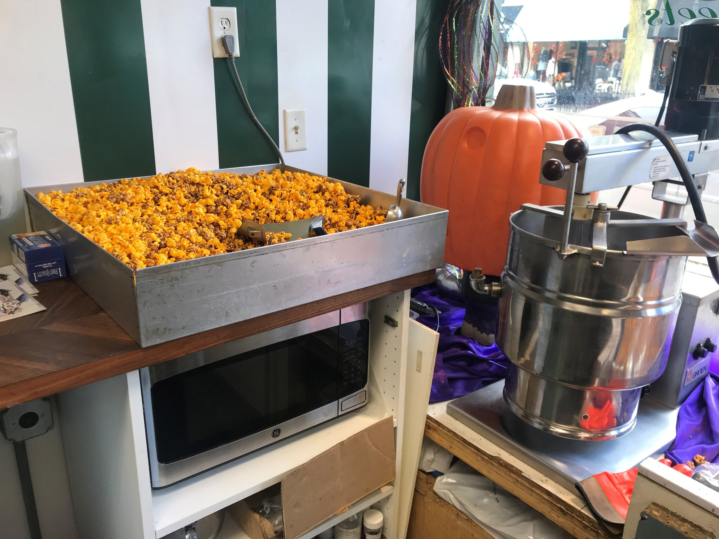 The smell of freshly popped cheese and caramel corn lures people walking down Jefferson Ave. in downtown Naperville