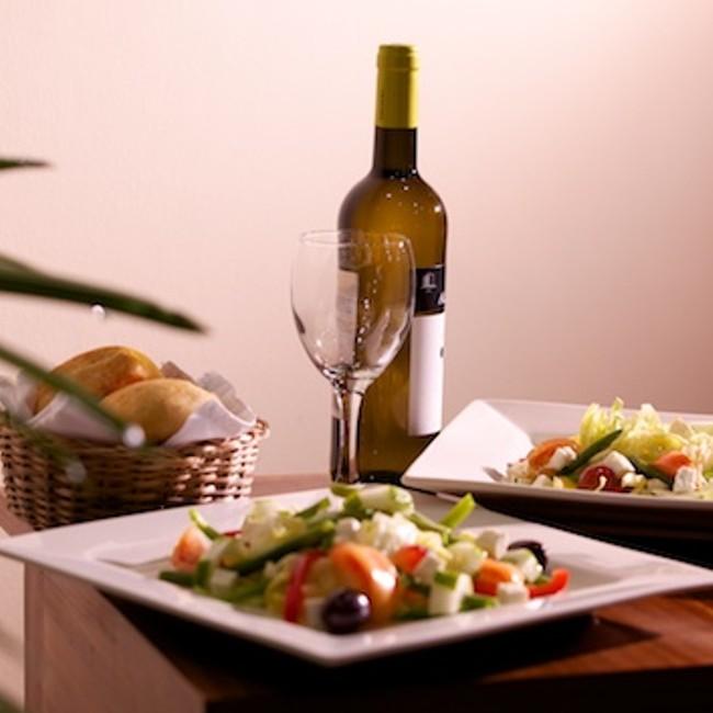 Pour un petit déjeuner copieux, un déjeuner raffiné, un diner d'affaire ou un cocktail, le restaurant vous accueille dans un cadre agréable et une ambiance décontractée.