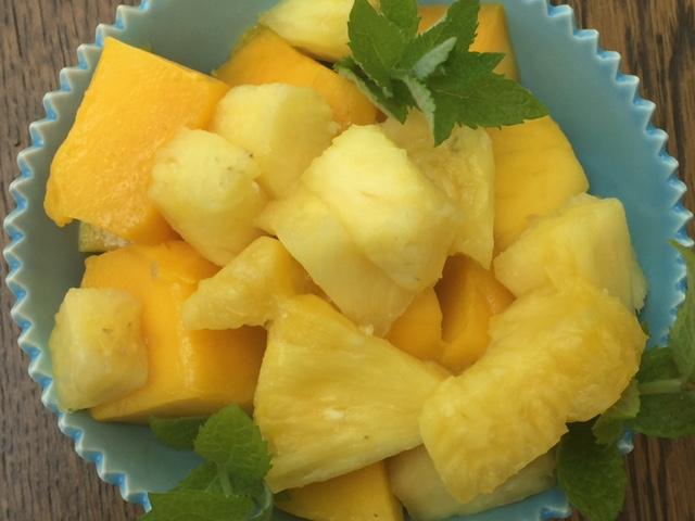 Natural shingles treatment: Pineapple and mango