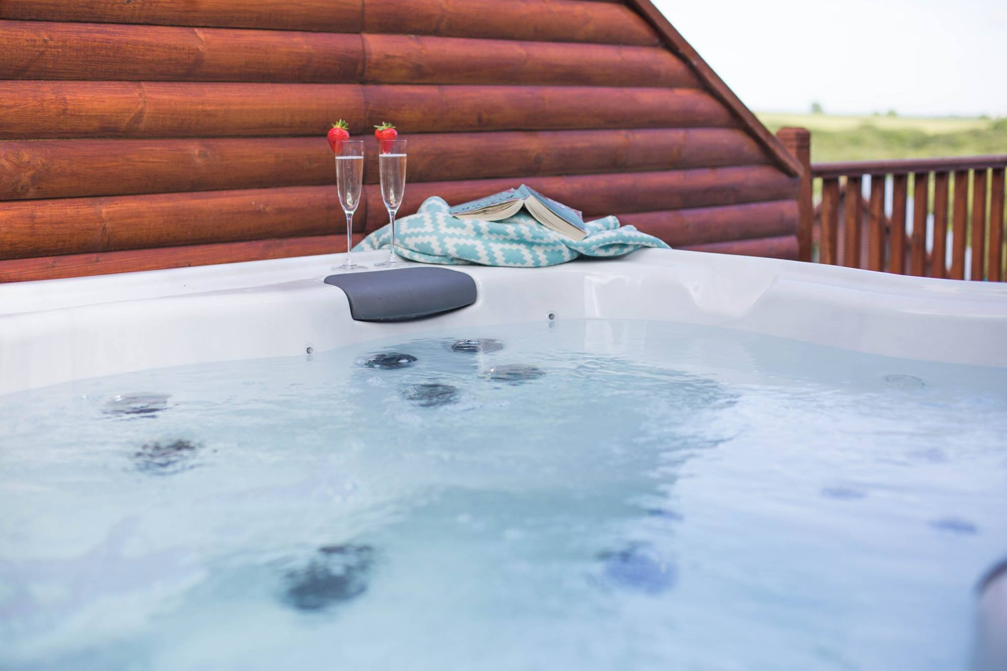 SPA - You'll have the afternoon free to relax and unwind at the spa. We'll be staying in a luxury lodge on a 5 star spa resort, you'll have full access to the spa facilities, including swimming pool, sauna and steam room.Our lodge has a private hot tub on the terrace too, grab a glass of something bubbly and relax
