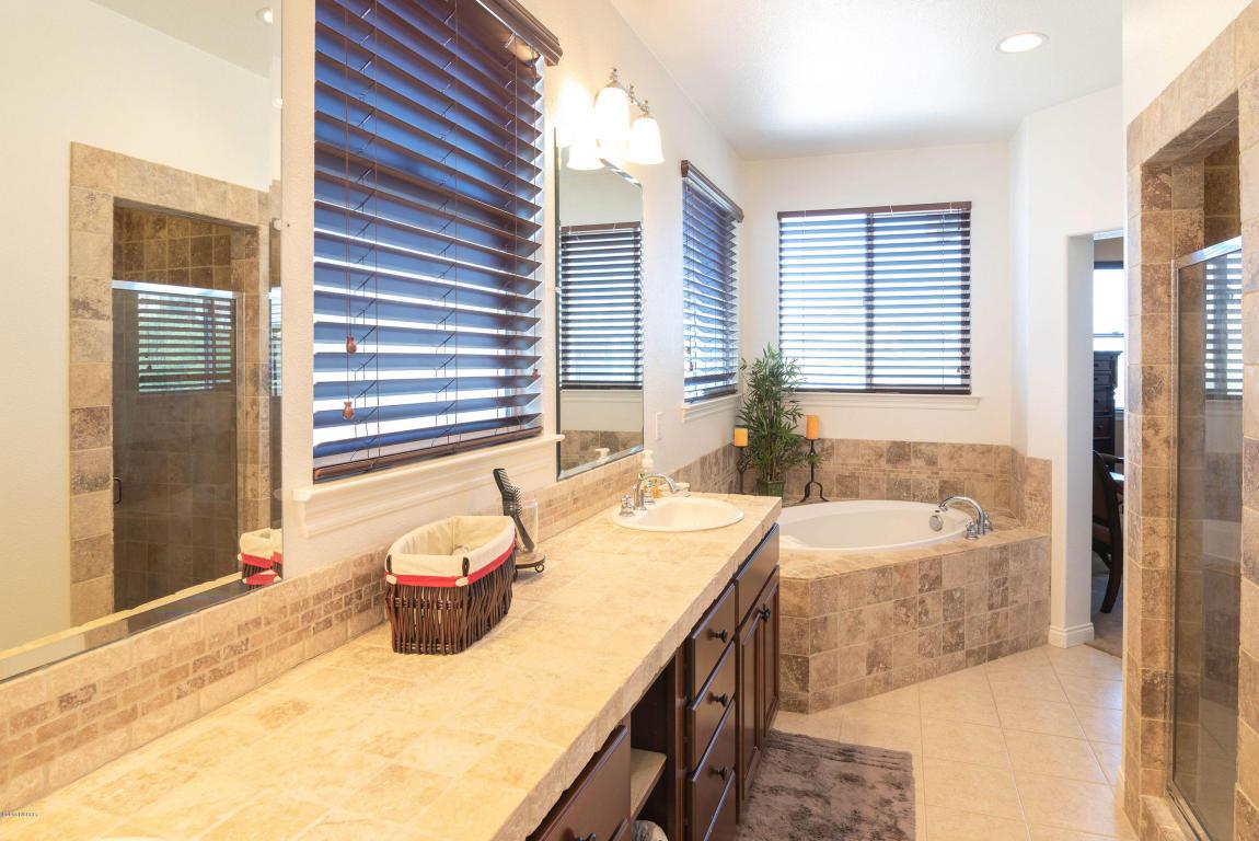 784MercuryAvenue_Master_Bathroom.jpg