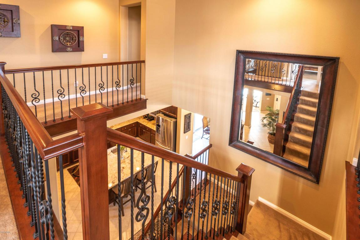 784MercuryAvenue_staircase_top.jpg