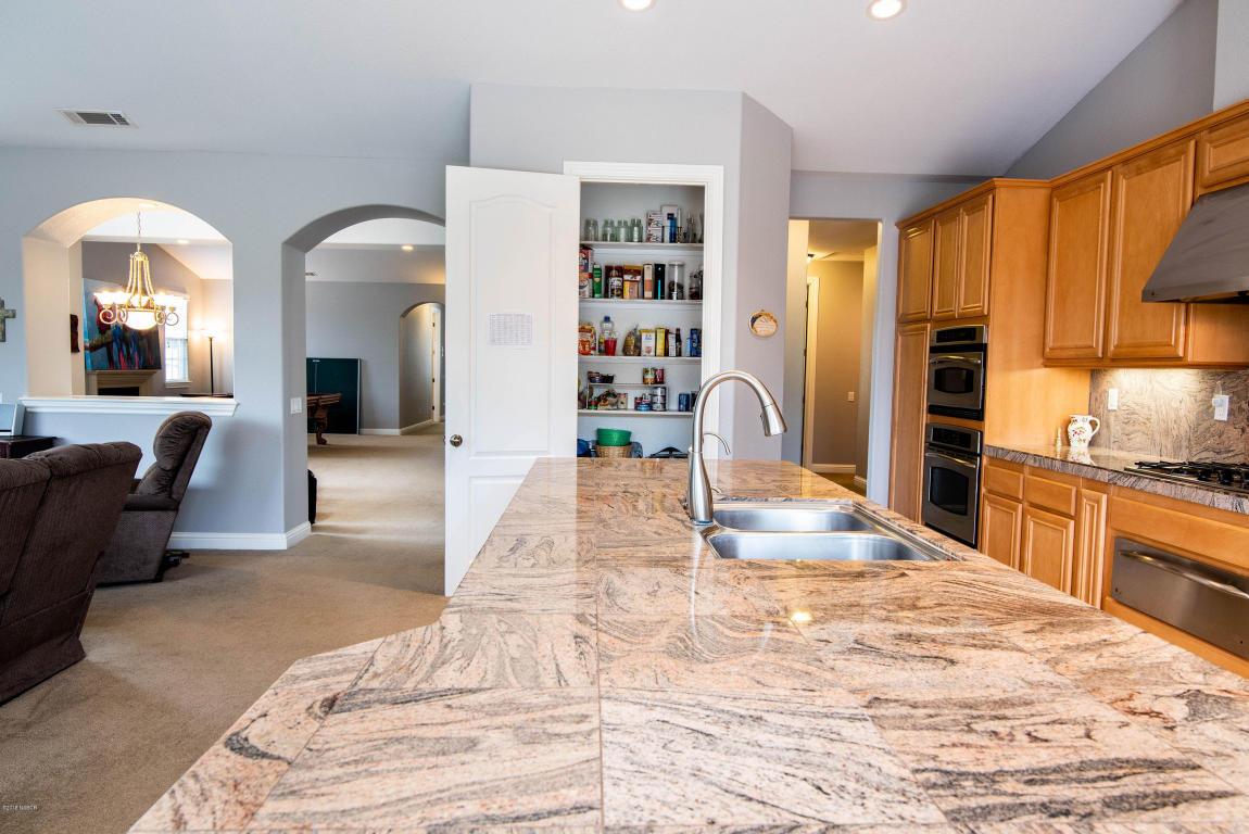2986BarberryCourt_kitchen_island.jpg