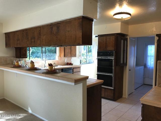 525-South-E-Street_Kitchen2.jpg