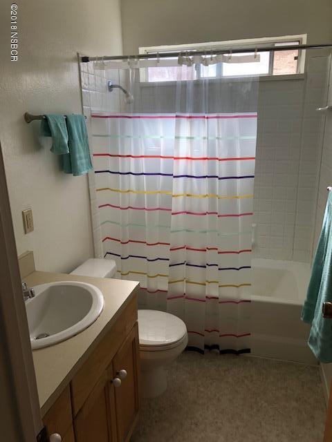 205North-7th-Street_bathroom.jpg