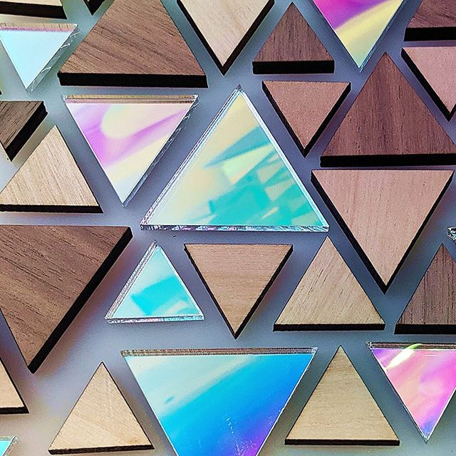 Triangles on triangles, reusing scraps to make something new! 🔮 . . . . . .  #lasercutting #lasercutter #lasercut #lollipoplaser #madeinnyc #madeinbrooklyn #products #interiordesign #fabrication #reuse #iridescent #triangles #geometricshapes #geometric