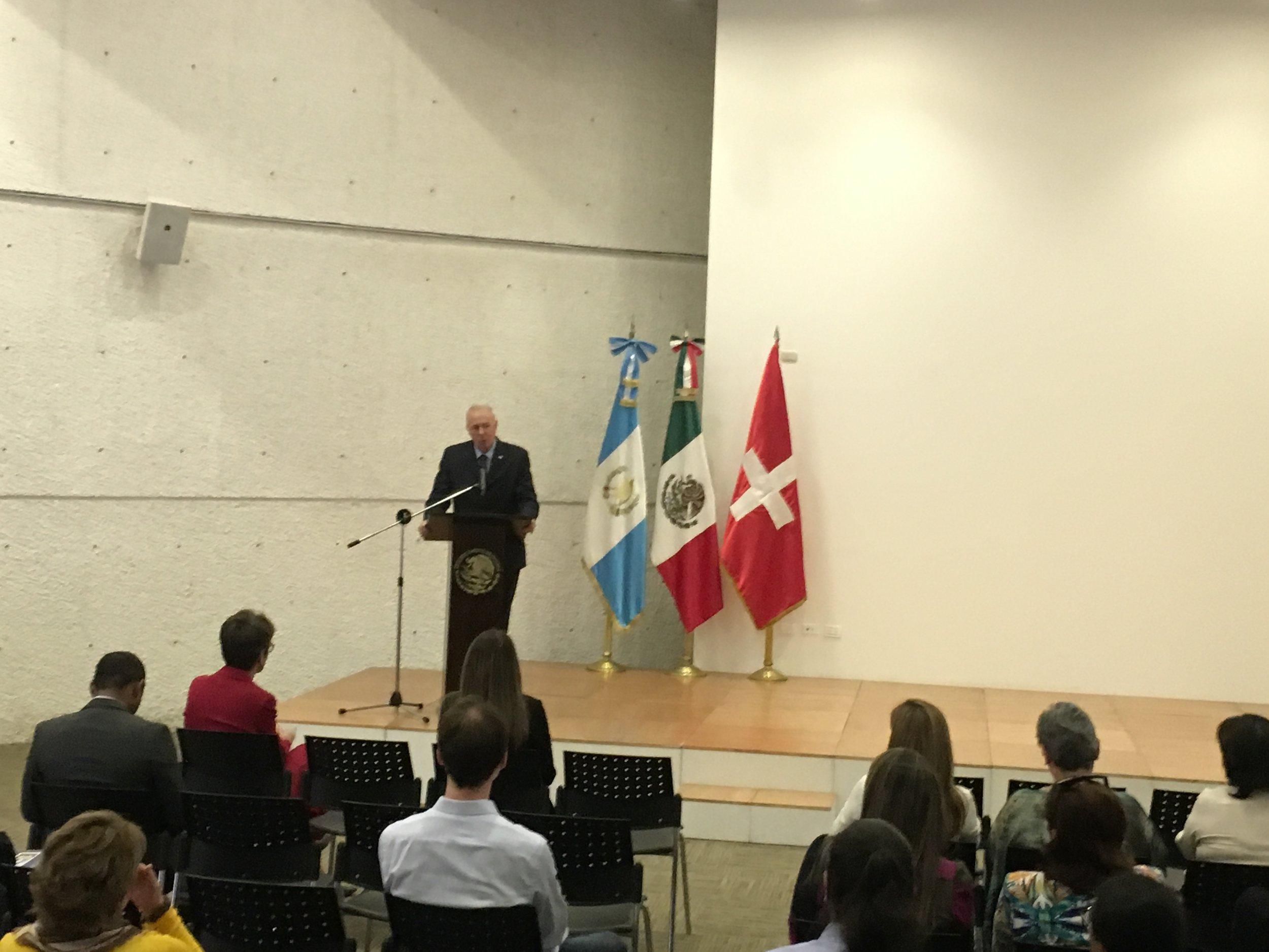 Swiss ambassador Hans-Ruedi Bortis presenting LA PRENDA on April 19, 2018, in Guatemala City.
