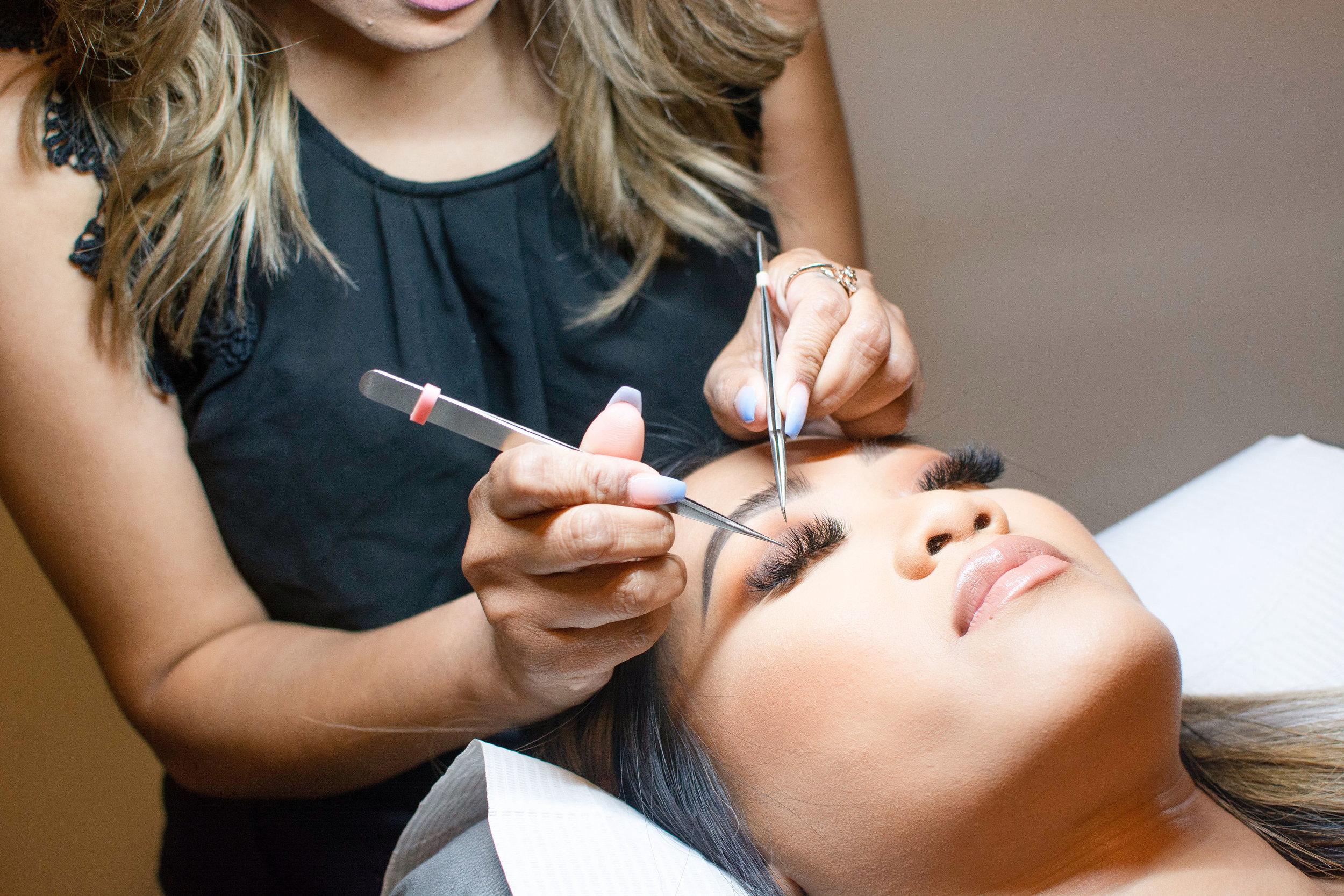 - We are an exclusive eyelash extension studio located in the heart of San Jose (Willow Glen). With the rapid growth in extension popularity, we are looking for new members to add to our LASH FAM! : )Please read the following requirements and make sure they ALL apply to you before sending in your resume. Details about our studio will be provided after your resume is received.