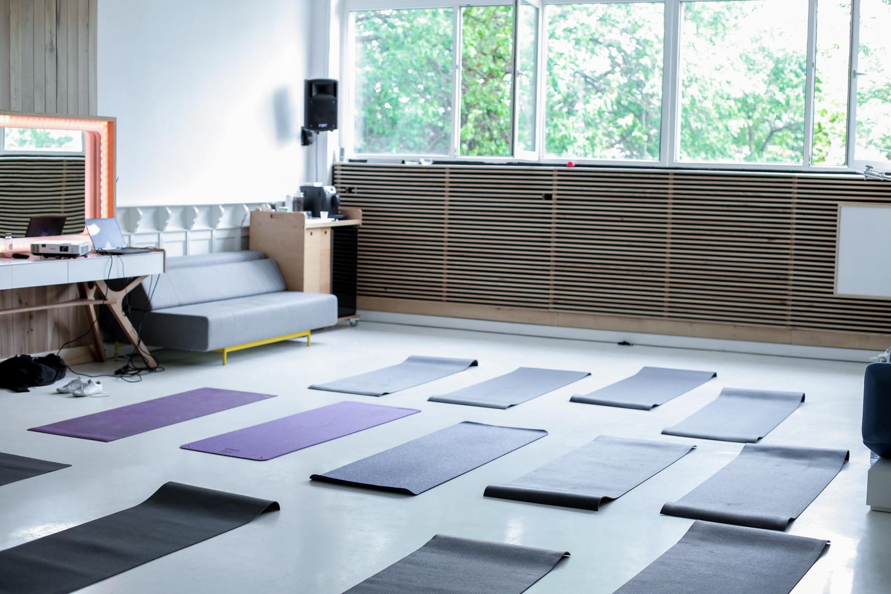 Studio 82, eveniment organizat de Yoga City