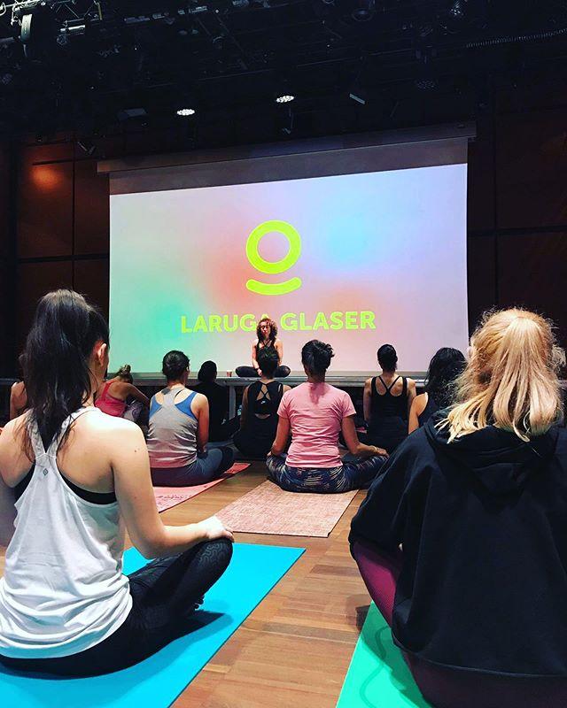 Happening right now. Yoga class with legendary @larugayoga 🌿 at @wellness.festival 🌿🌿🌿 #yogacity #yogalife #yogateachers #yogabucharest #bucharestnow #yogainspiration #yogadaily #yogaposes #yogapractice #asana