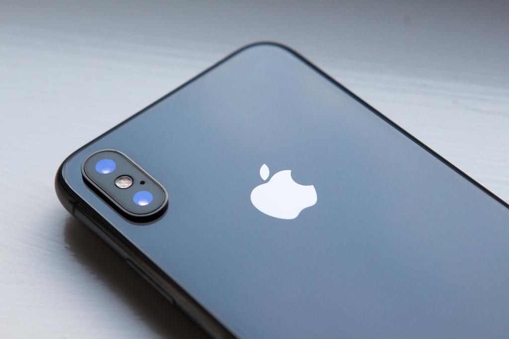 iPhone X image courtesy of William Hook (   Flickr   )