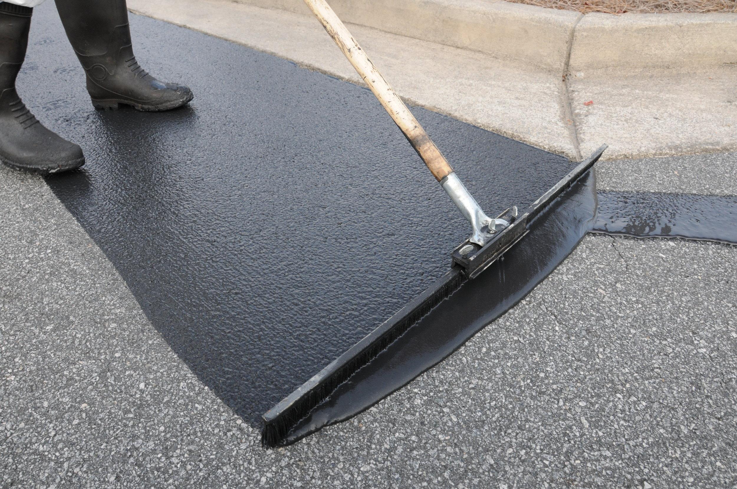 seal-coating-asphalt-pavement.jpg