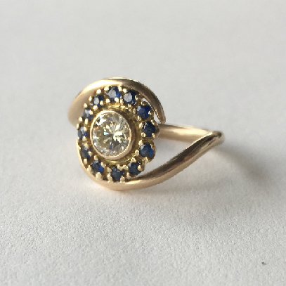 engagement ring | brilliant cut diamond, sapphires, 18k gold