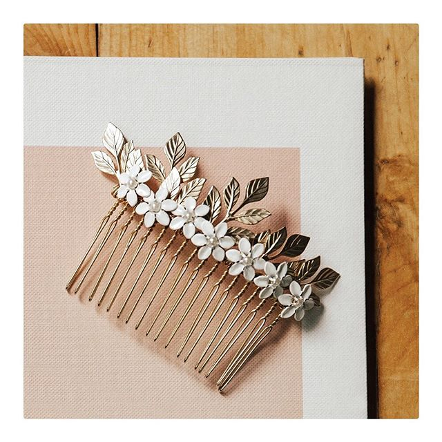 Here's a shot of the custom bridal comb I made for my best friend's wedding a few weeks ago. ✨Leaves & comb are 14k matte gold plated, hand-painted white flowers, with tiny freshwater center pearls.✨ If you know anyone interested in a custom bridal piece, I really enjoyed doing wedding jewels, so send them my way!! • • • • • #bride #bridetobe #bridesmaids #bridesmaid #weddingideas #brides #dreamwedding #weddingparty #instabride #theknot #bridaljewelry #handcraft #marionwildnyc #marionwild #shoppable #slowfashion #slowcraft #scadgrad #scadjewelry #alternativebridal #altbride #maidofhonor #contemporarywedding #bridalfashion #zolaweddings #theknotweddings #tohaveandtohold #loveforever #custombridal