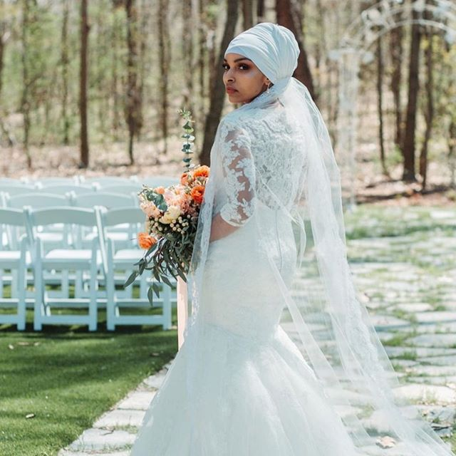 Still one of my favorites... Thanks @paintmymindphotography for such a beautiful shot!  @aminamsaleh @stonegatemanor  #beautuful #michiganwedding #photoshoot #gorgeous