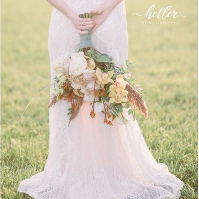 Such a beautiful shot by the talented @hetlerphoto! I am diggin the soft warm summer vibes.... #summerwedding #vibes #bride #bridebouquet #bohowedding #westmichiganbride #michiganwedding #beautiful #grandrapidswedding #grandrapidsbride #peony #pampasgrass #roses #bohobouquet