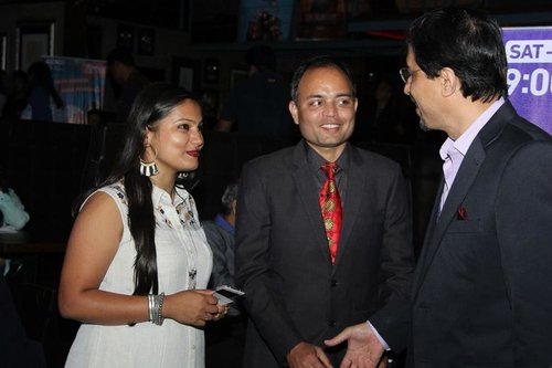 winner_detail_slideshow_IMG_7549_niraj_with_women.jpg