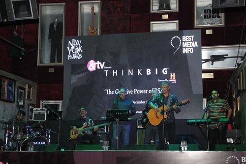 winner_detail_slideshow_IMG_7752_musical_group.jpg