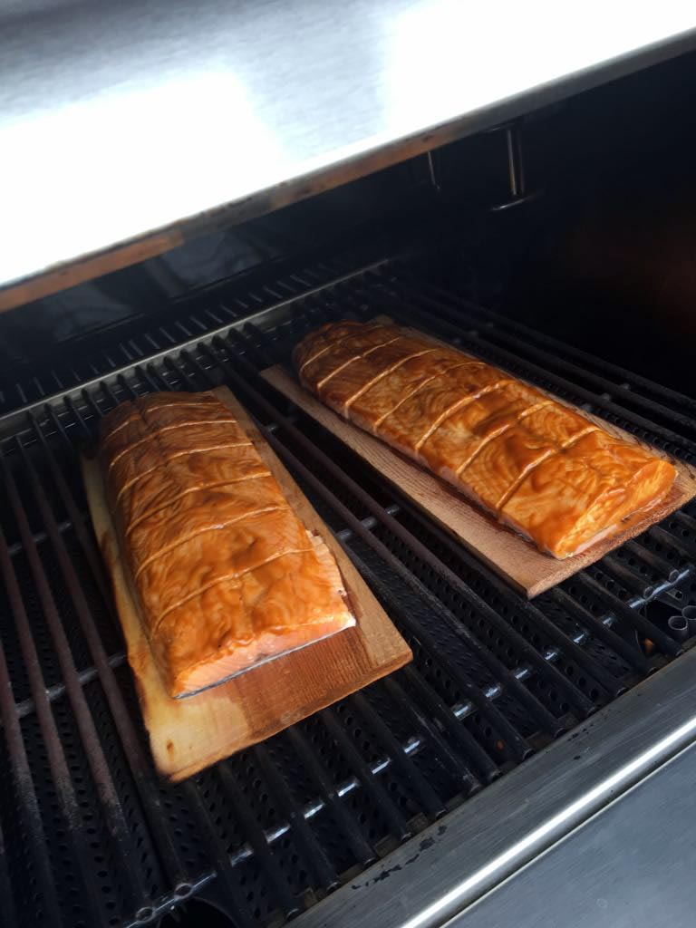 salmon-glaseado-mostaza-tabla-cedro-2.jpg