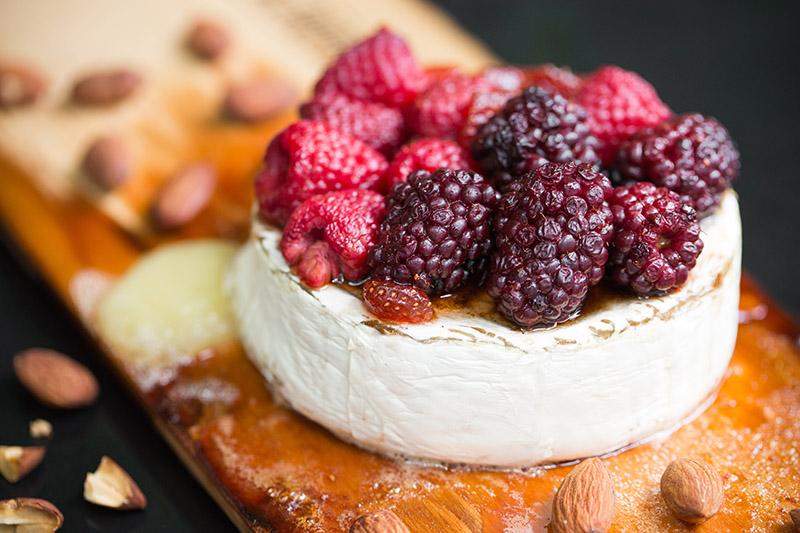 79_Recetario Weber_Queso Brie con Mermelada de Frutos Rojos-800.jpg