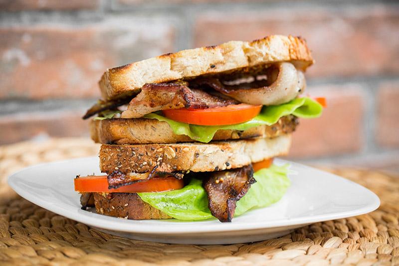 28_Recetario Weber_Sandwiches BLT-800.jpg