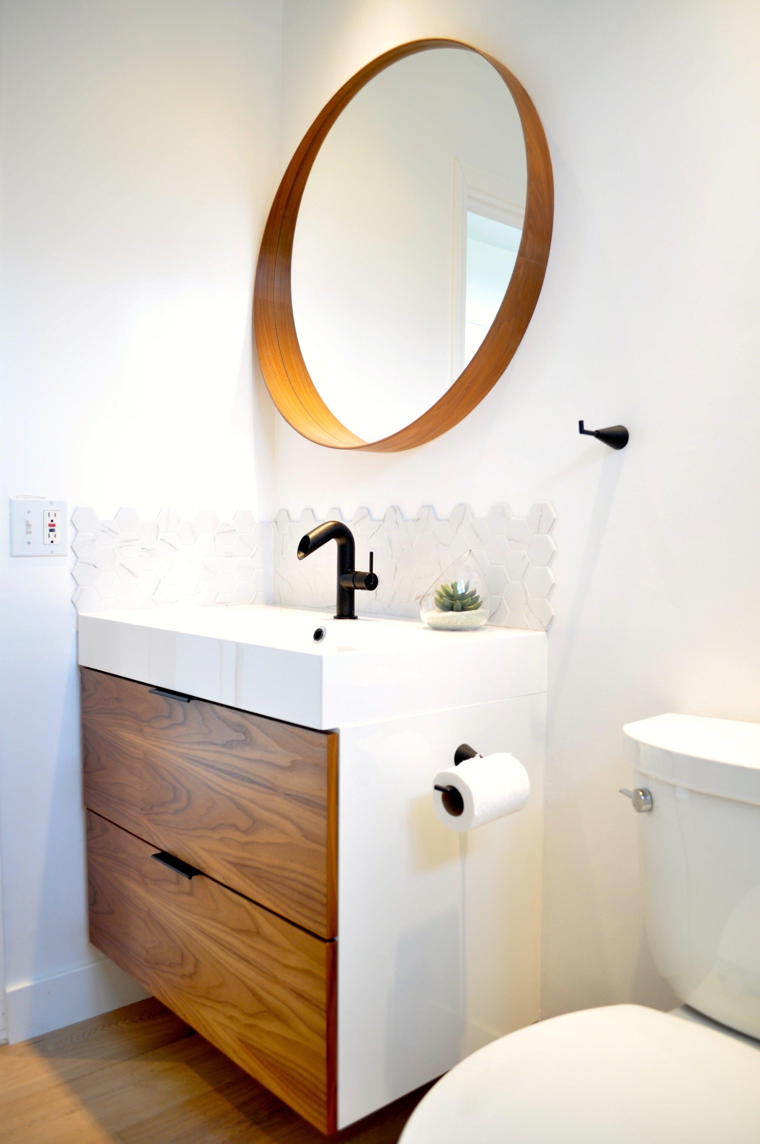DIY How to tile a bathroom backsplash