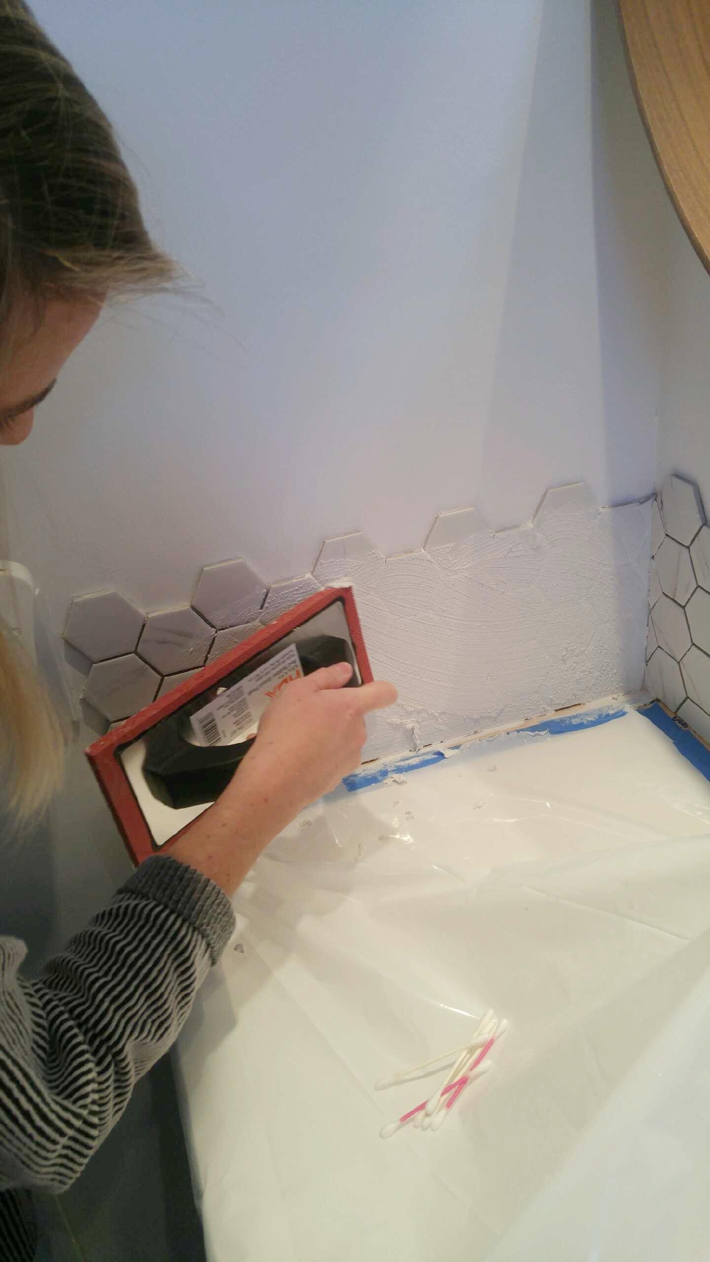 DIY backsplash using hexagon tile