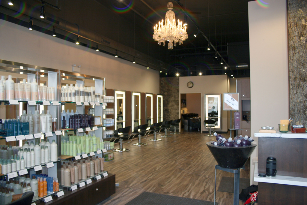 Gordon Salon    ±2,100 sf   333 E Benton Place | Chicago