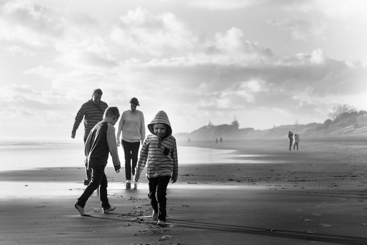 Family photo portrait at beach.jpg