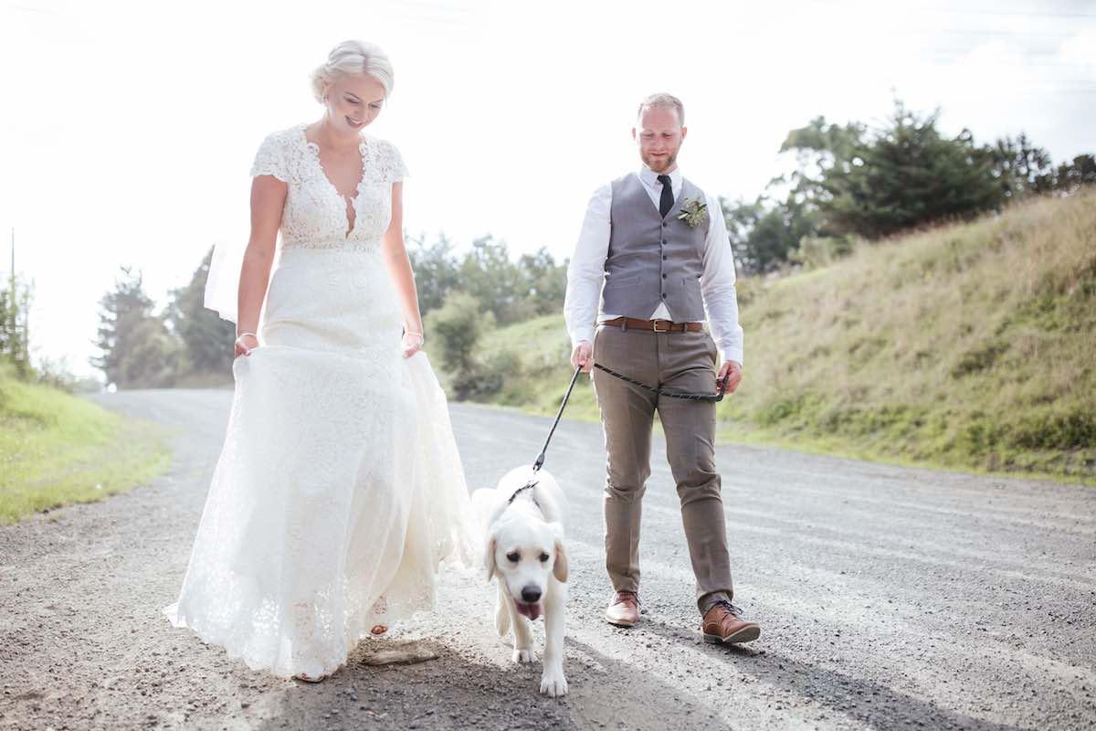 Wedding photo with dog-Emily Chalk Auckland.jpg