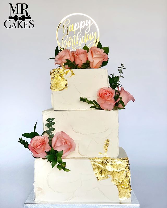 Sometimes it's the simplest cakes that make a statement. Loved making this for a client of ours. #happybirthday #birthdaycake #happybirthdaymom #birthday #mom #florals #goldleaf #texturebuttercream #cakescakescakes #cakestagram #instacake #instagramcake #cakesofinstagram #cakestagram #mrcakes #mrcakesusa #thehusbands #sandiego #sdbakery #hillcrest #bakedgoods #foodnetwork