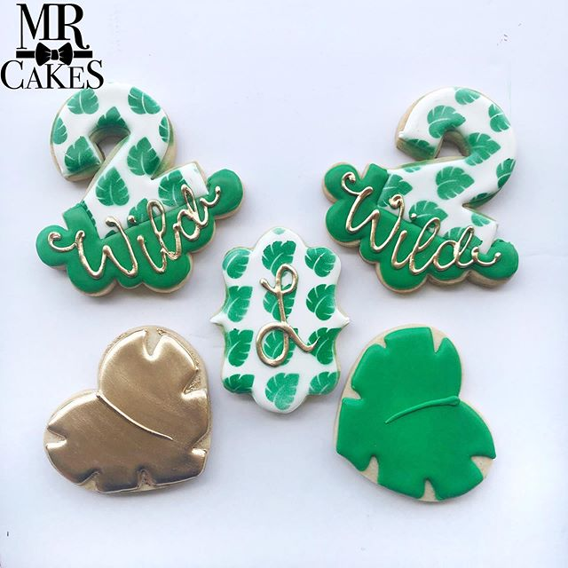 Loved how this set came out for Luke's 2 Wild Birthday Party!!!!!! #sugarcookies #sugarcookiesofinstagram #sugarcookieart #2wild #birthday #birthdaycookies #cricut #stencil #stencilart #crumbscustomcutters #crumbscustomcookies #sweetsugarbelle #stencilsnap #mrcakes #mrcakesusa #thehusbands #foodnetwork #sandiegobakersclub #instagramcookies #instacookies #cookiesofinstagram #2wild #gold #jungle #green #americolor