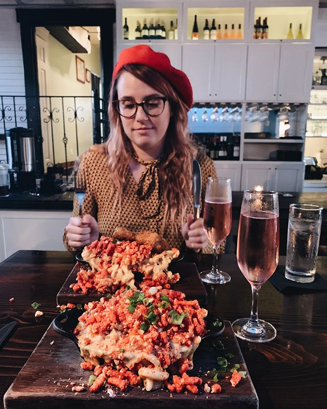 Mac & Cheetos, rosé, and a friend with no desire to pose. I lack nothing