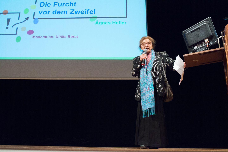 02 Agnes Hellers Eröffnungsvortrag.jpg