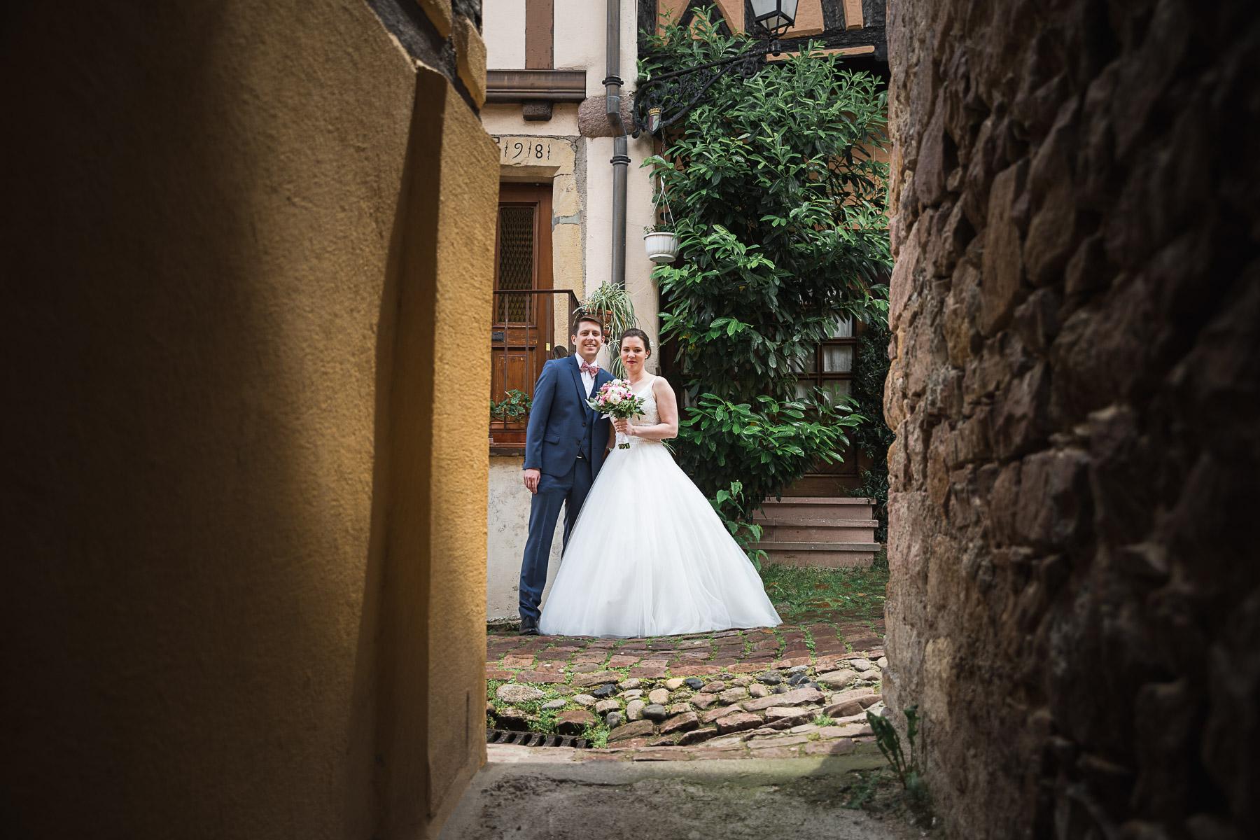 Des photos magnifiques… - De Delphine , mariée en Mai 2019★★★★★Nous recommandons vivement Laurent comme photographe : à la fois discret et très professionnel, il a réalisé de sublimes photos de notre mariage. Tout au long de la journée, il s'est montré disponible et à l'écoute. Il avait effectué un repérage en amont de la journée, ce qui nous a permis d'avoir une séance de photo de couple très agréable et avec un très beau rendu.Nous avons reçu beaucoup de compliments de la part de nos invités, non seulement pour les photos, mais aussi pour la gentillesse de Laurent.