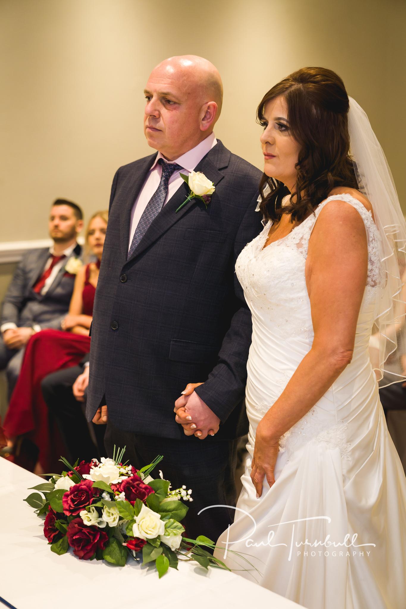 wedding-photographer-leeds-holiday-inn-garforth-027.jpg