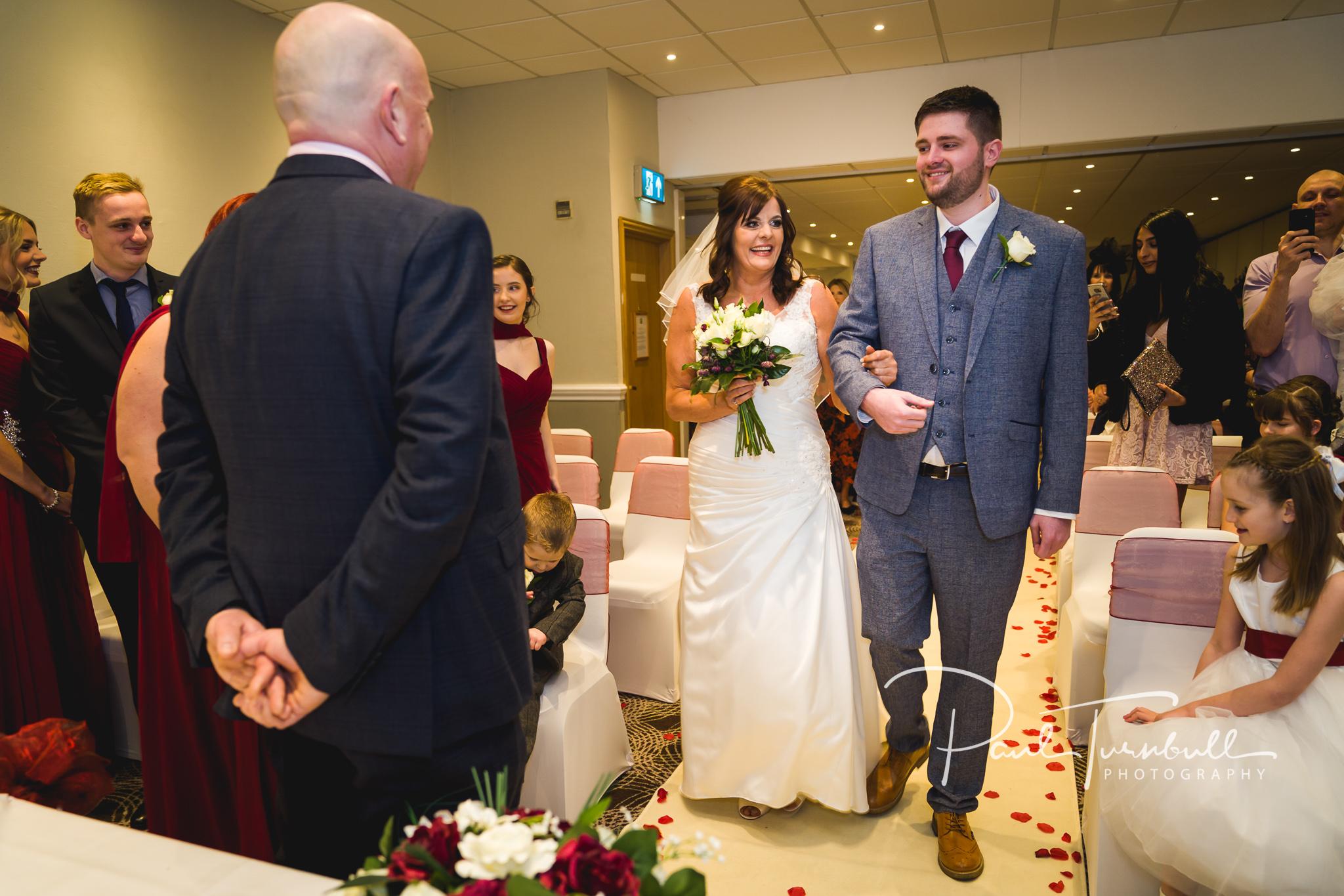 wedding-photographer-leeds-holiday-inn-garforth-026.jpg