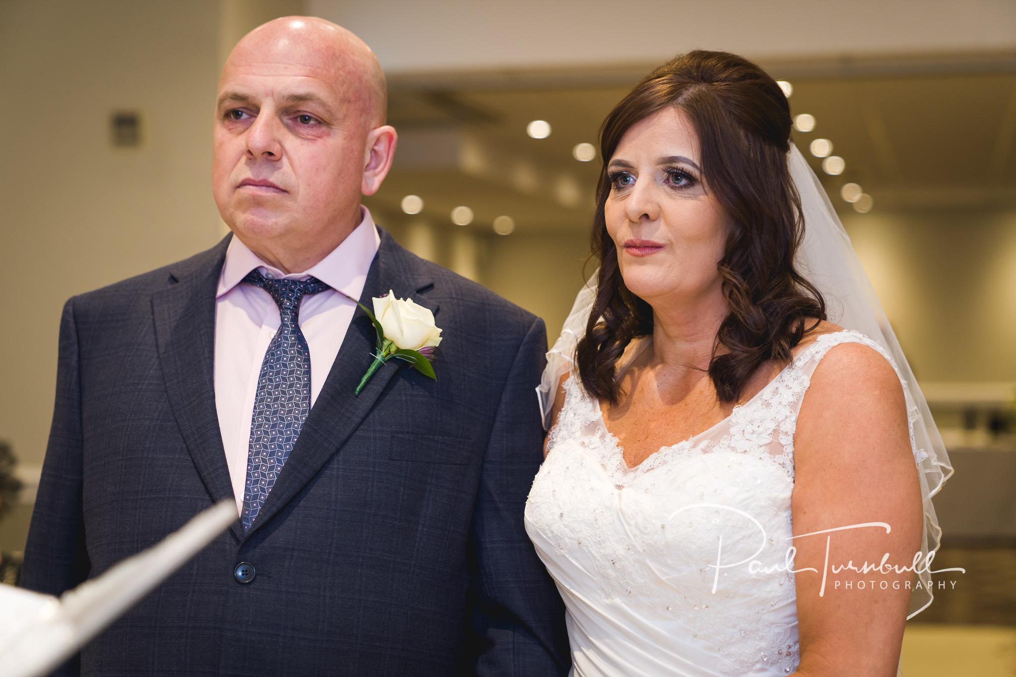 wedding-photographer-leeds-holiday-inn-garforth-028.jpg