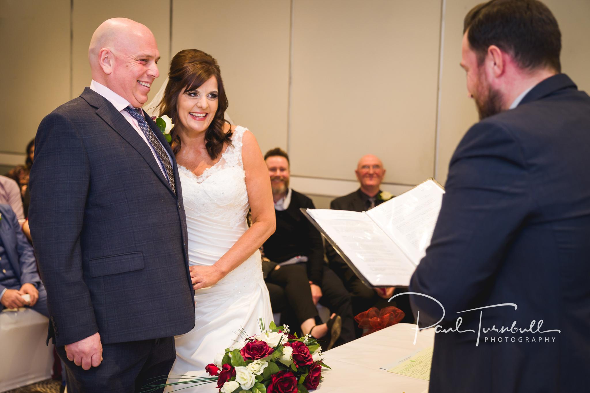 wedding-photographer-leeds-holiday-inn-garforth-029.jpg