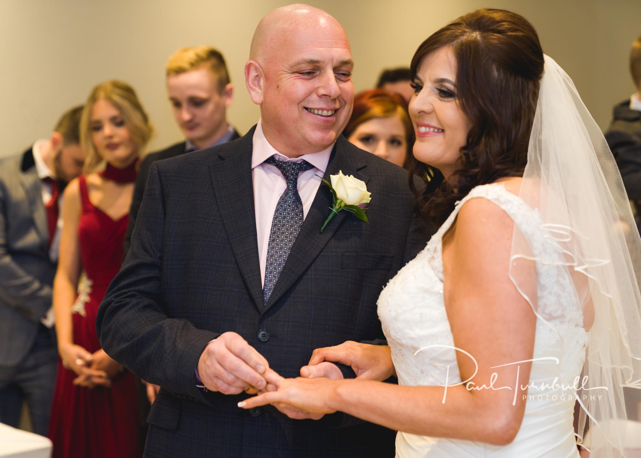 wedding-photographer-leeds-holiday-inn-garforth-031.jpg