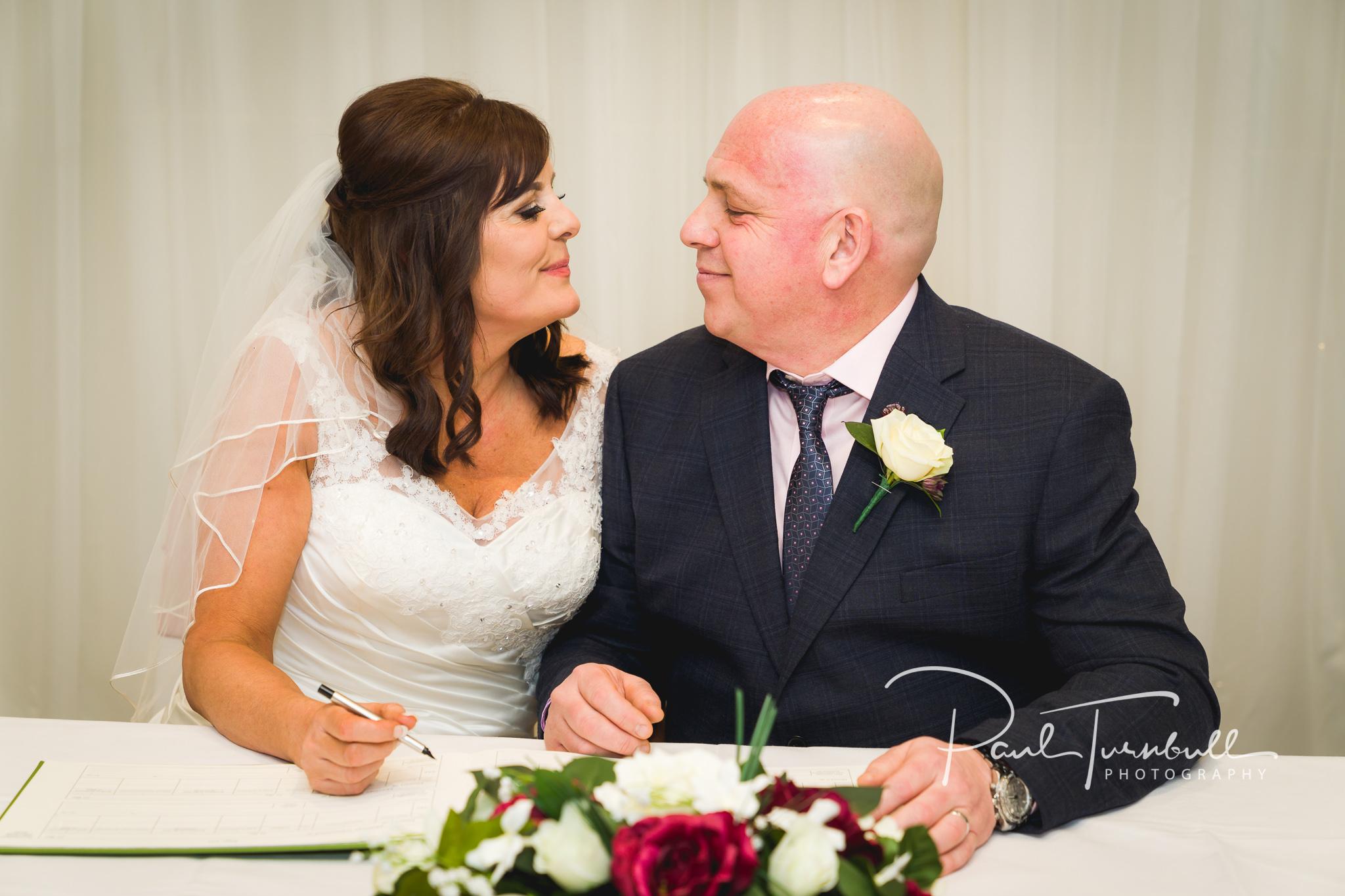 wedding-photographer-leeds-holiday-inn-garforth-034.jpg