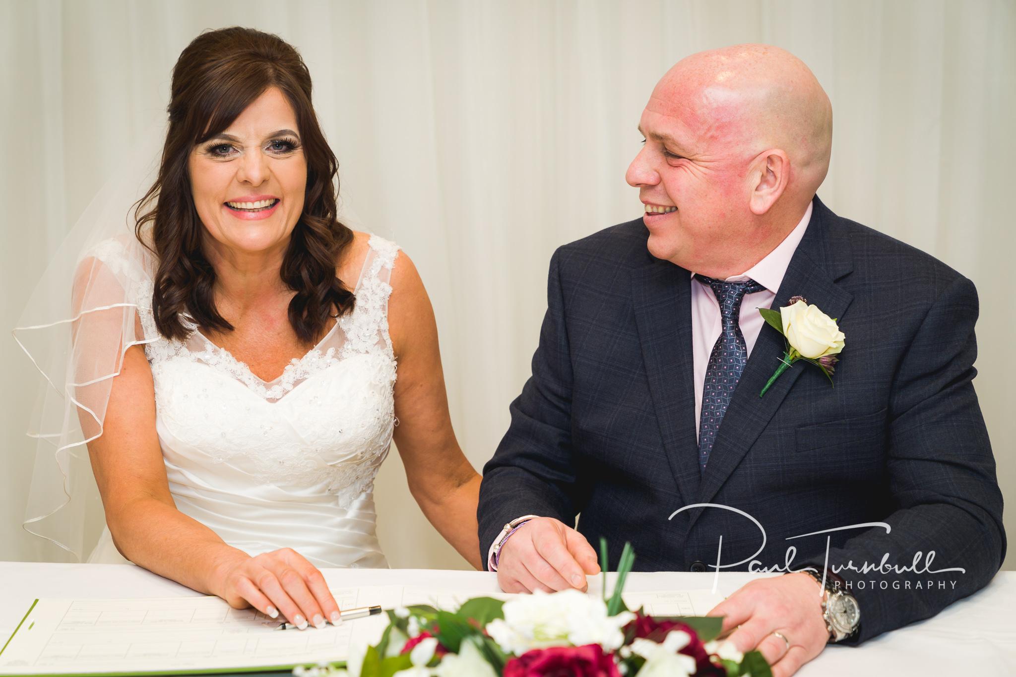 wedding-photographer-leeds-holiday-inn-garforth-035.jpg