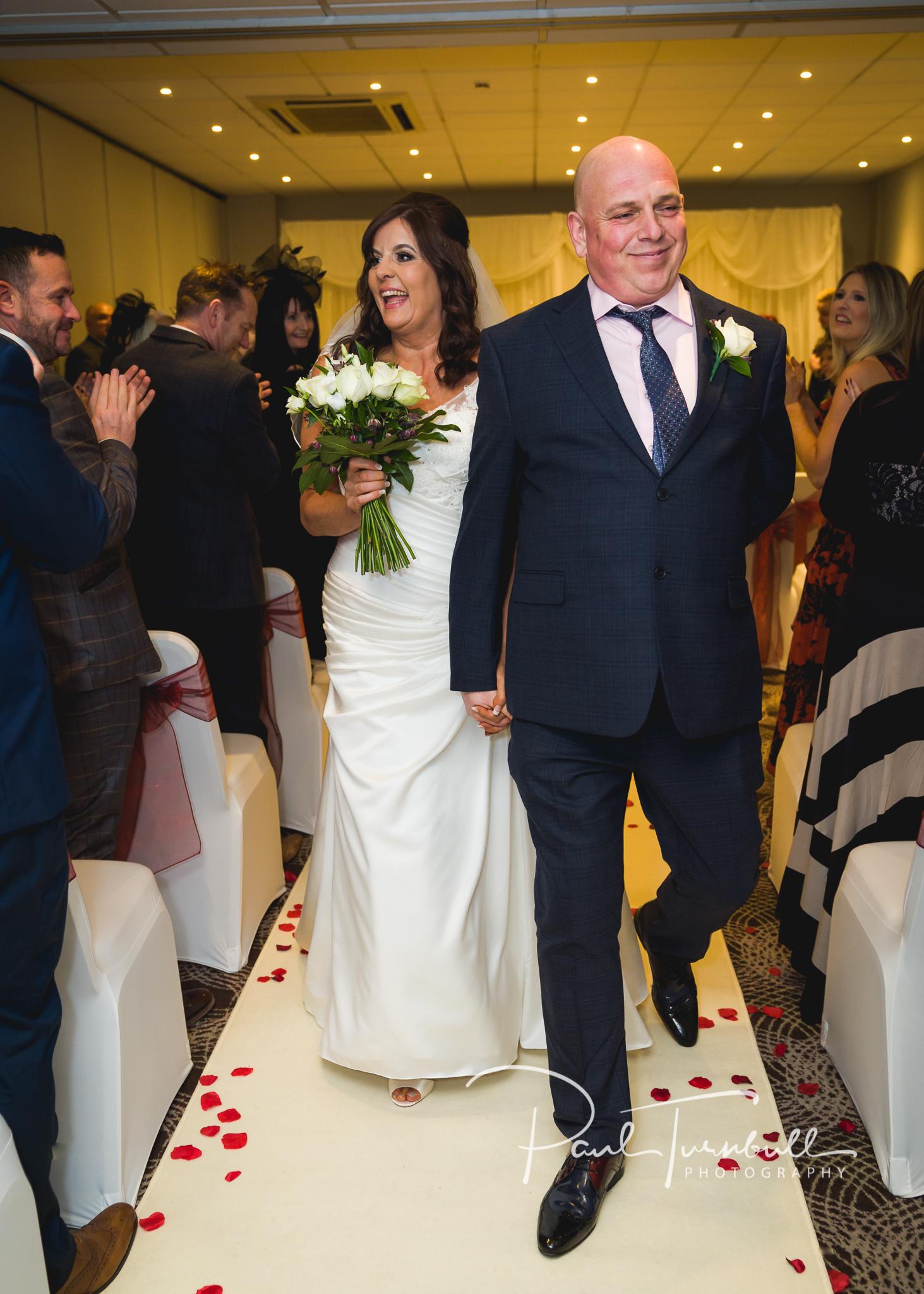 wedding-photographer-leeds-holiday-inn-garforth-037.jpg