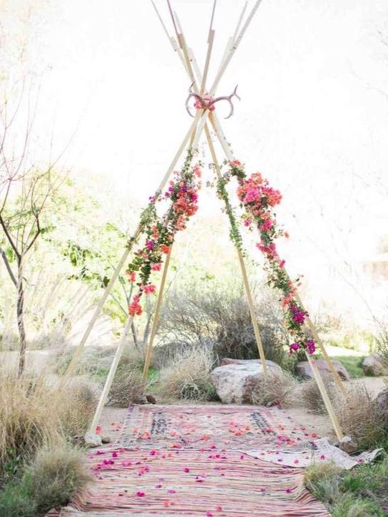 arche-mariage-laique-boho-fleurs